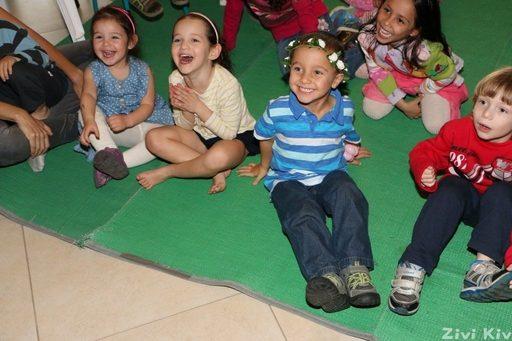 ילדים צוחקים ביום הולדת